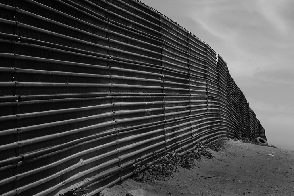 https://no.m.wikipedia.org/wiki/Fil:Us-mexico_border_at_Tijuana.jpg